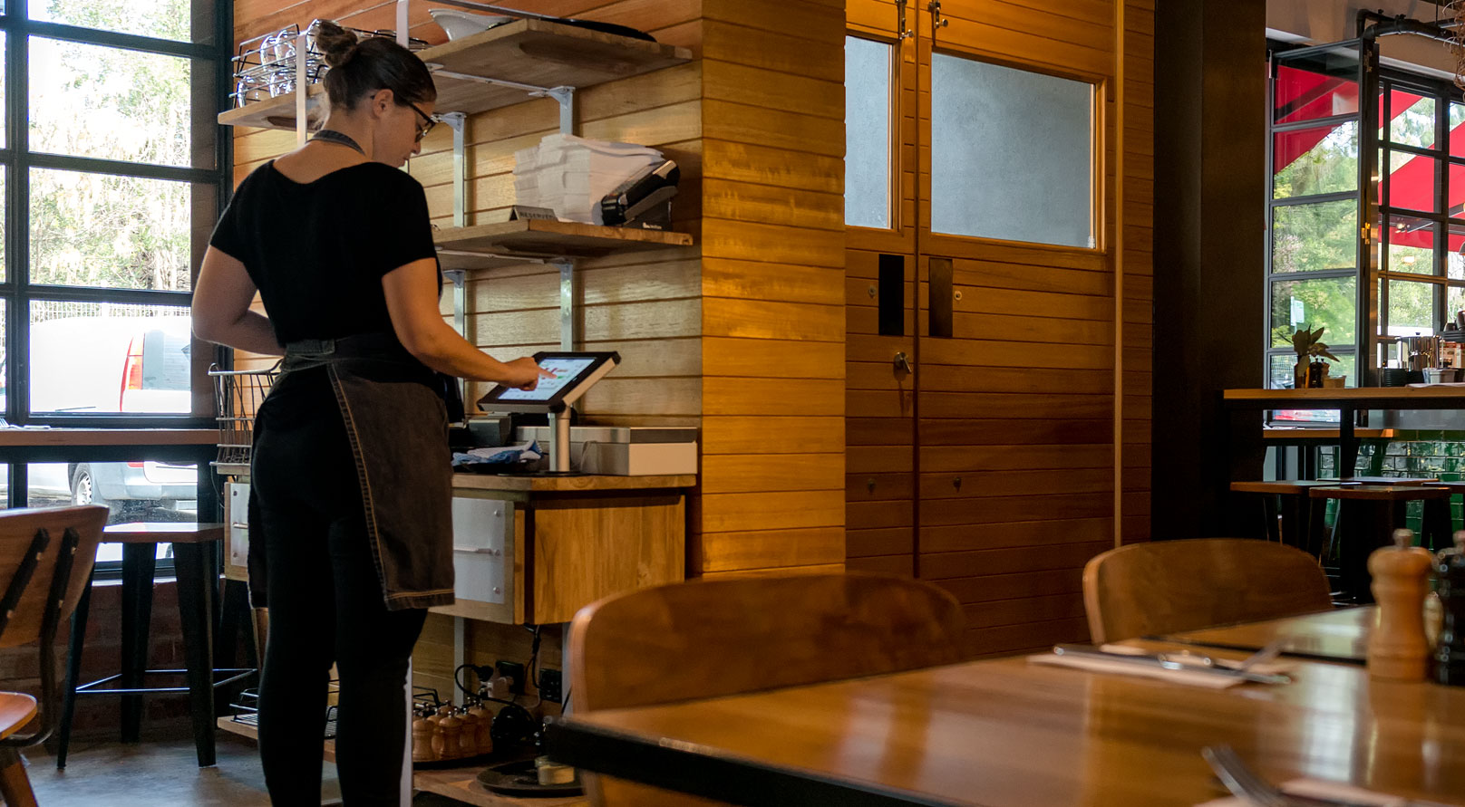 iPad Desk Mount Cafe